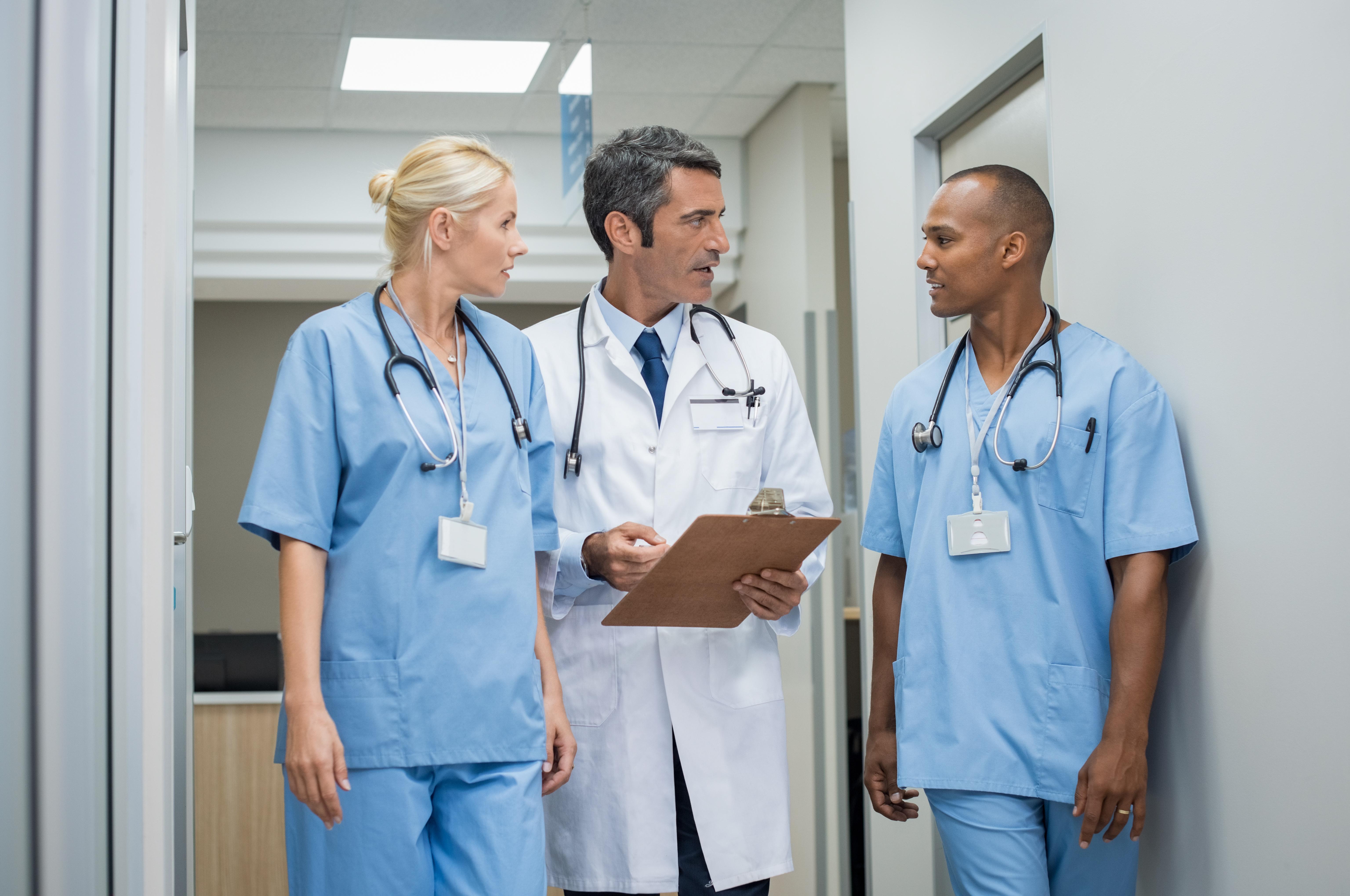 doctor-and-medical-staff-P7LDPSA.jpg